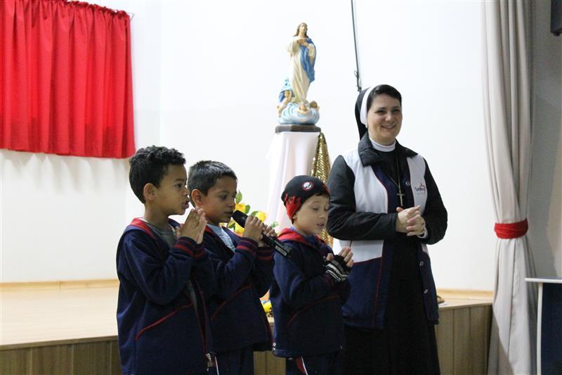 Educadores e educandos participam de abertura do mês de maio