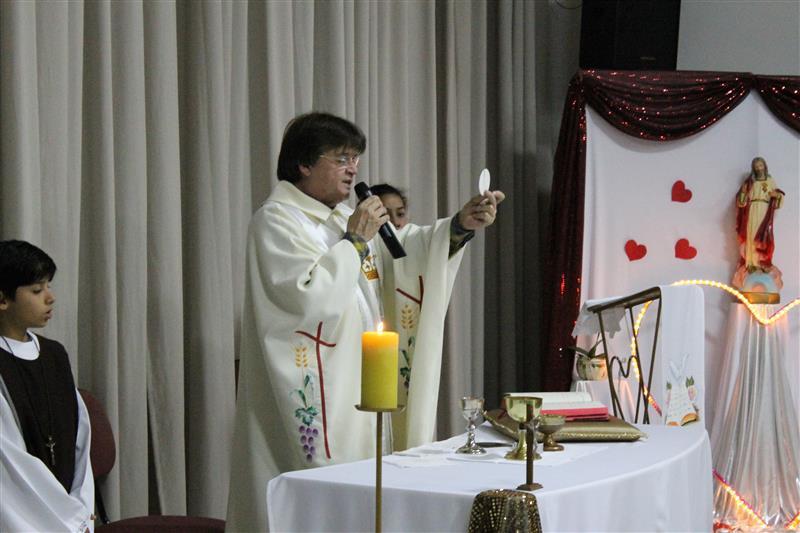 Missa do Sagrado Coração de Jesus com as famílias que realizaram as entronizações