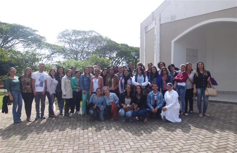 Educadores participam de retiro e adoração em Nova Esperança