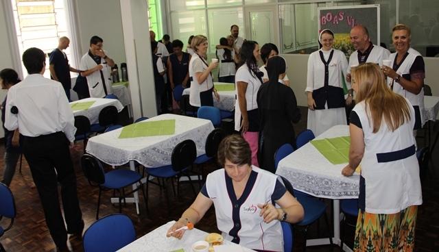 Alegria no retorno das atividades - Equipe de Serviços/ 2015