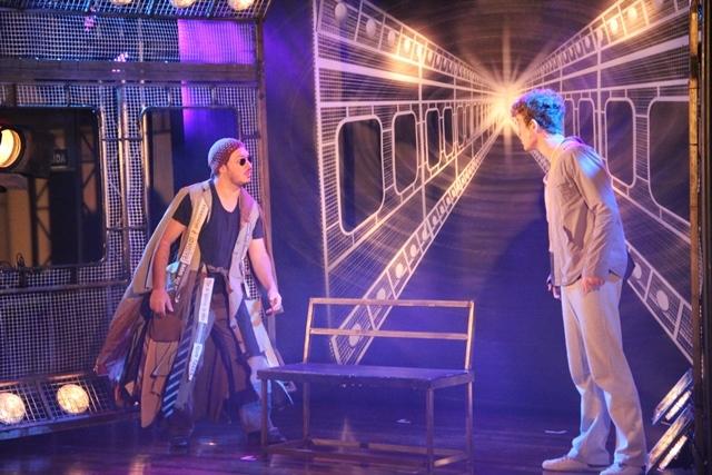 """Educandos assistem a peça """"Despertando para Sonhar"""""""