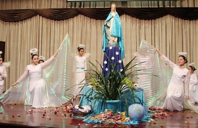 Coroamos Maria Mãe de Deus e nossa mãe!
