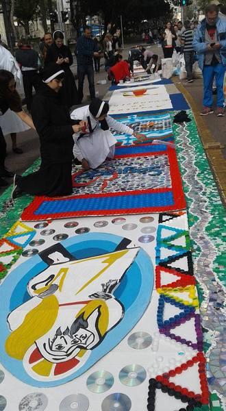 Tapetes coloridos marcam celebração de Corpus Christi