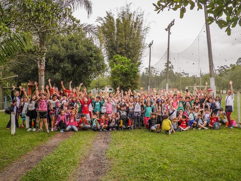 Crianças da Unidade Educacional São Domingos comemoram o Dia da Criança sendo criança
