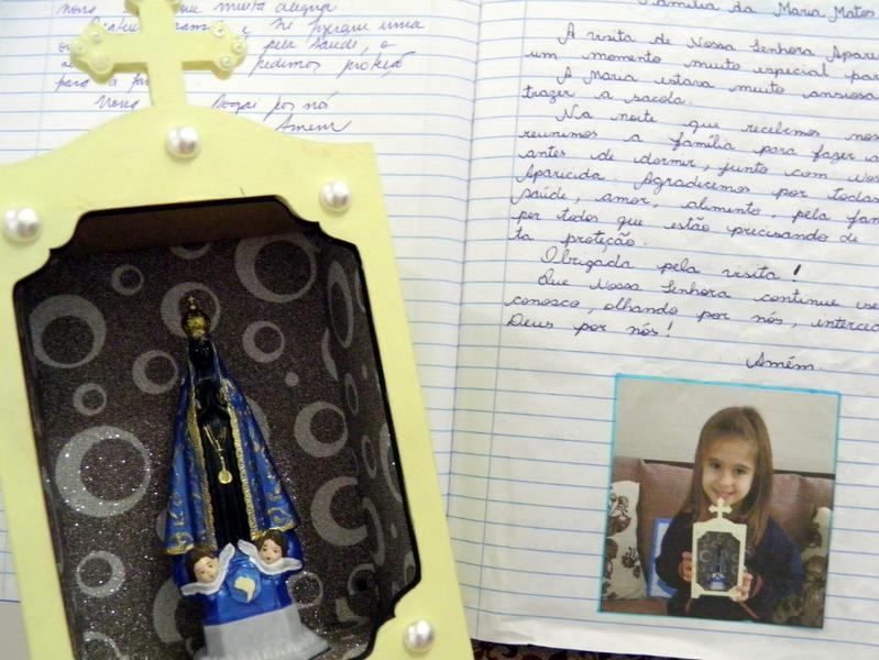 Crianças da Educação Infantil recebem a visita de Nossa Senhora Aparecida em suas famílias