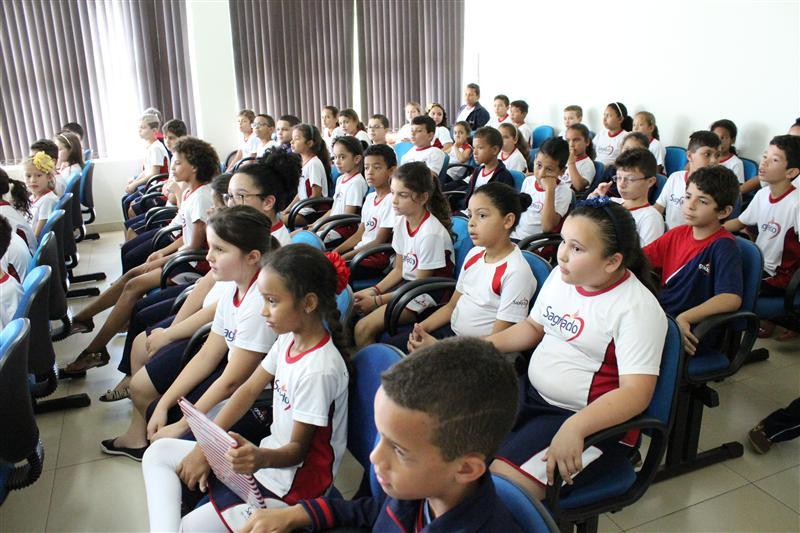 Educandos visitam a Câmara Municipal de Florestópolis