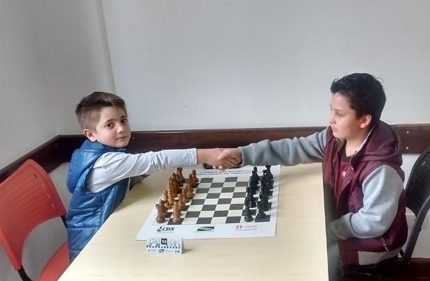 Daniel Egídio Bianco no Circuito Escolar de Xadrez de Curitiba