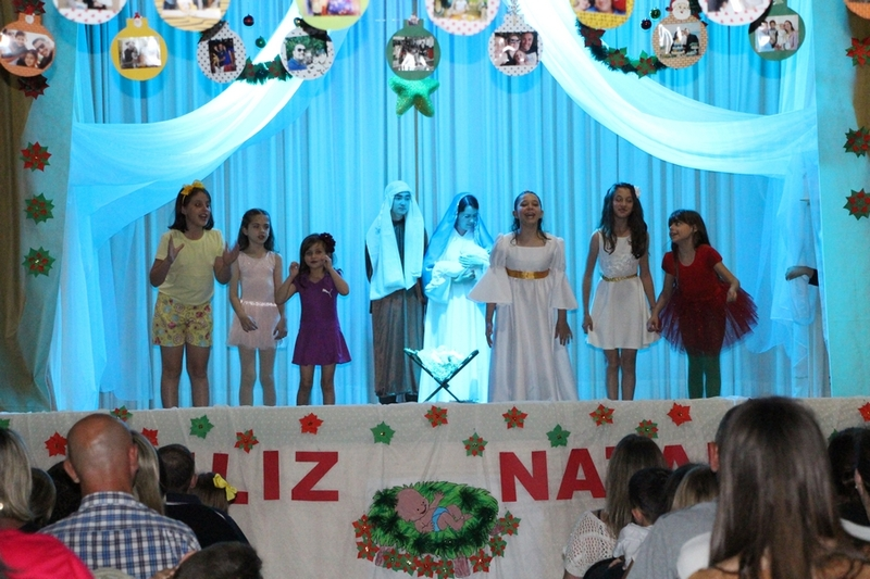 """Apresentações de Natal da Educação Infantil:""""O amor de Deus vem do coração de uma criança"""""""