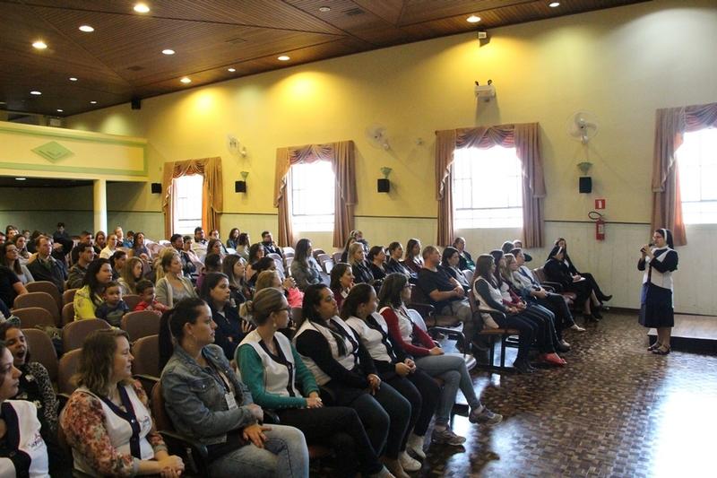 Presença das famílias: Reunião de Pais e/ou Responsáveis Legais no Colégio Imaculada