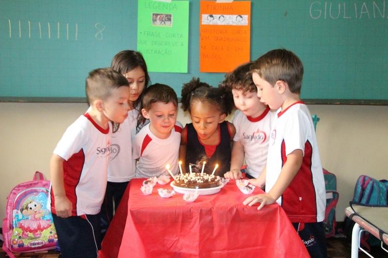 Turmas da Educação Infantil comemoram os aniversariantes do mês de Janeiro e Fevereiro