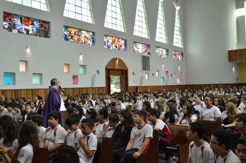 Educandos realizam Comunhão Reparadora em Missa de 1ª Sexta-feira do Mês