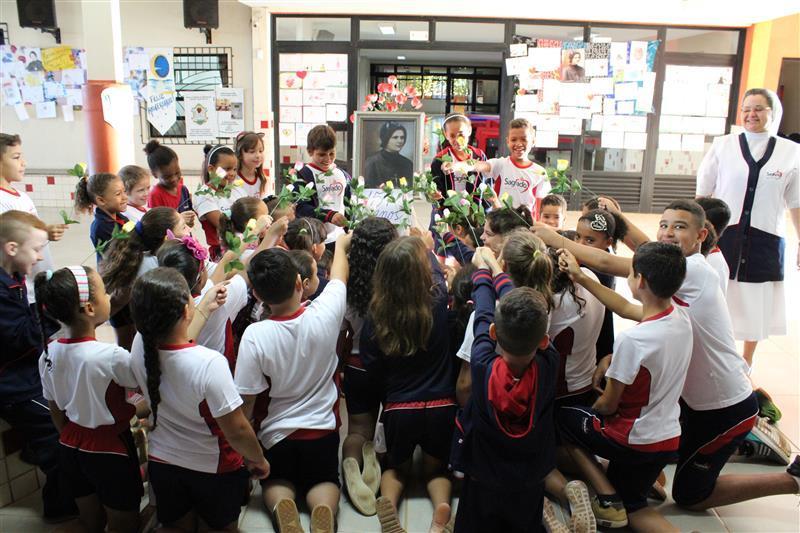 Festejando Madre Clélia na Escola Social Clélia Merloni de Florestópolis