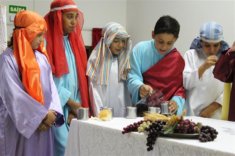 Famílias da Escola Social Clélia Merloni, celebram a Páscoa de Jesus