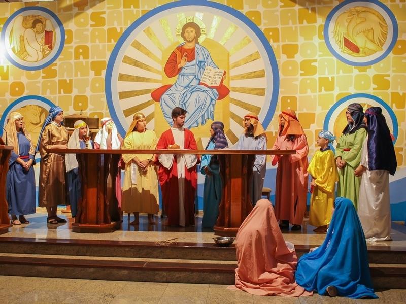 Unidade Educacional Escola São Domingos encena a Paixão de Cristo na Sexta-feira Santa