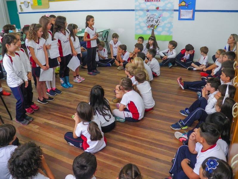 Educandos realizam Recital de Poesias