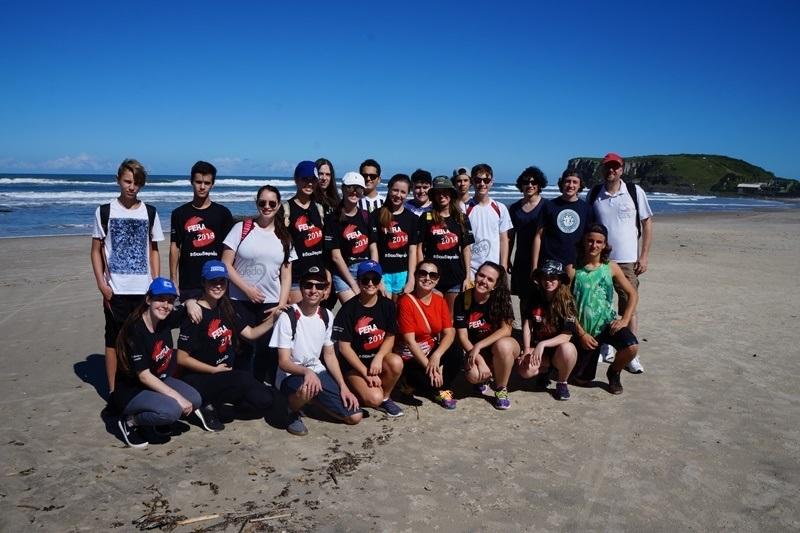Educandos da 3ª EM exploram ecossistema no litoral