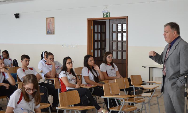 Projeto Interdisciplinar discute Política e Valores Comunitários com educandos
