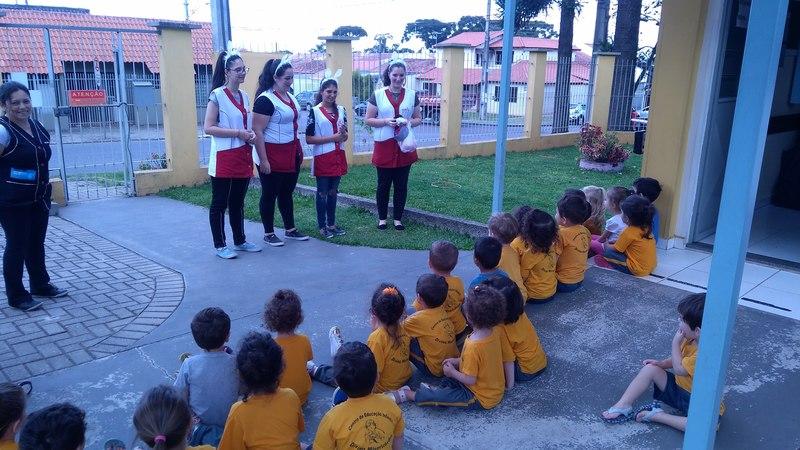 Educandas do Curso de Formação de Docentes contagiam crianças pelo Espírito Pascal