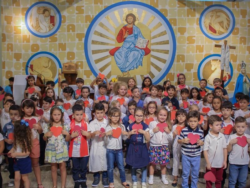 Unidade Educacional Escola São Domingos celebra Missa em Ação de Graças pelas mães