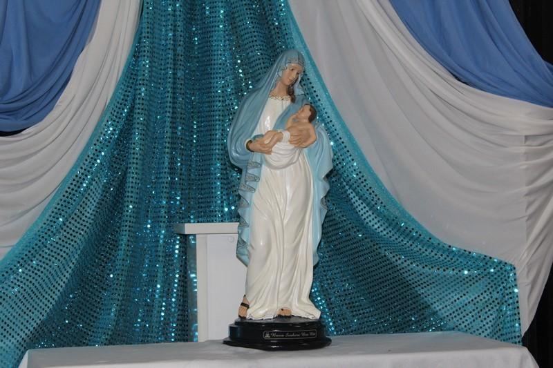 Mãe Maria, nós te coroamos!