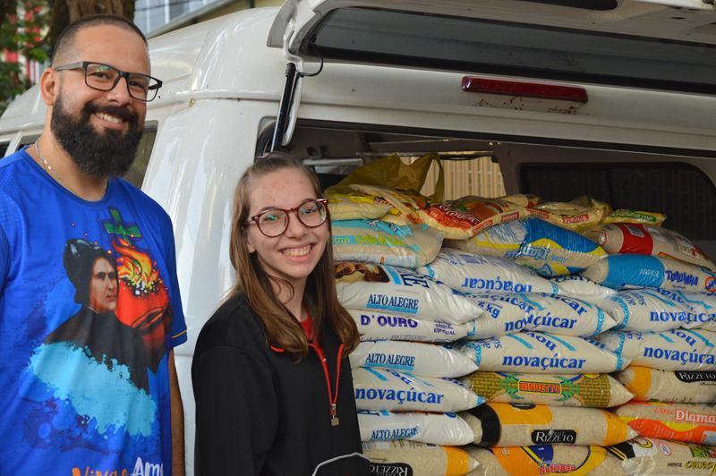 Ação Solidária arrecada mais de uma tonelada de alimentos