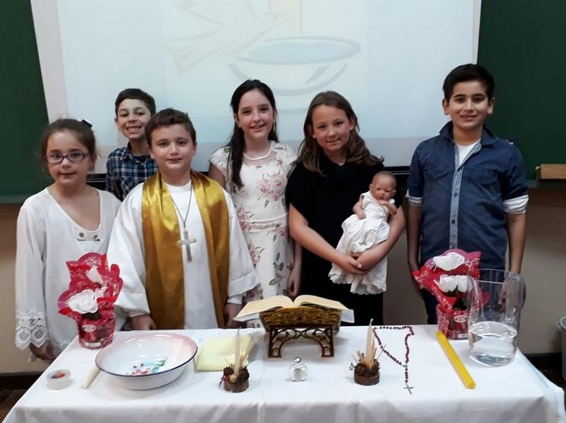 Educandos dos 4º anos colocam em prática ritos religiosos e sociais