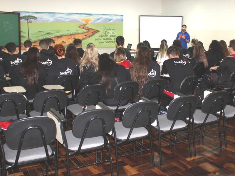 Aulão SAGRADO - Educandos se preparam para o Vestibular de Inverno