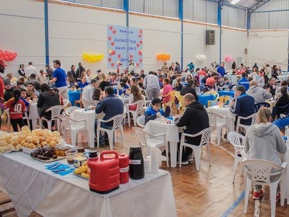 Unidade Educacional Escola São Domingos realiza café da manhã para as famílias