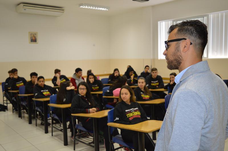 Ensino Médio participa de Bate-papo com Profissionais