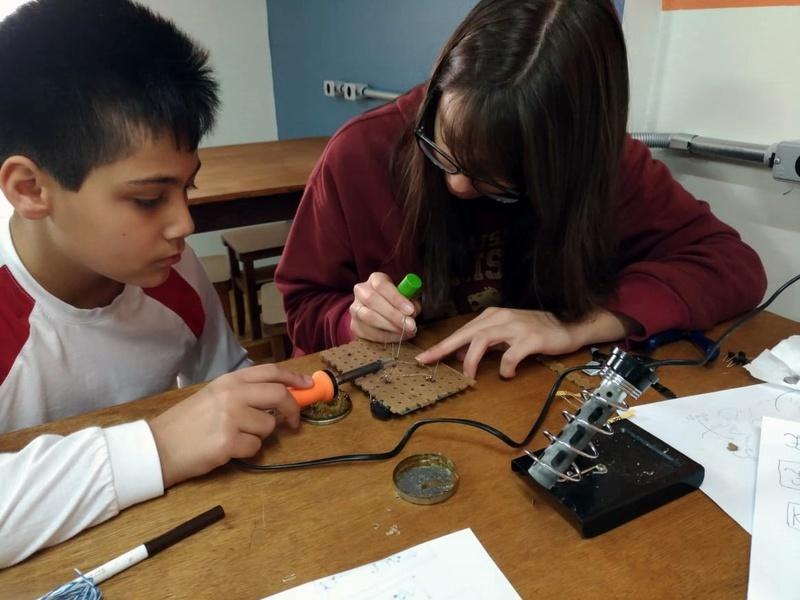 Educandos do Período Integral aprendem Robótica, Modelagem 3D e Soldagem para construir robôs