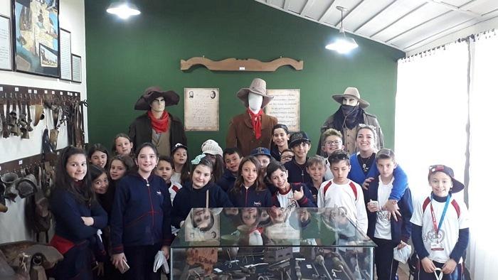 4º anos visitam a Lapa... A História dos Tropeiros vista de perto