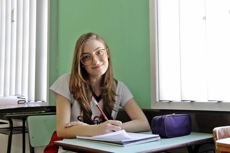 Educanda do 9º ano ganha prêmio em Concurso Internacional de Cartas