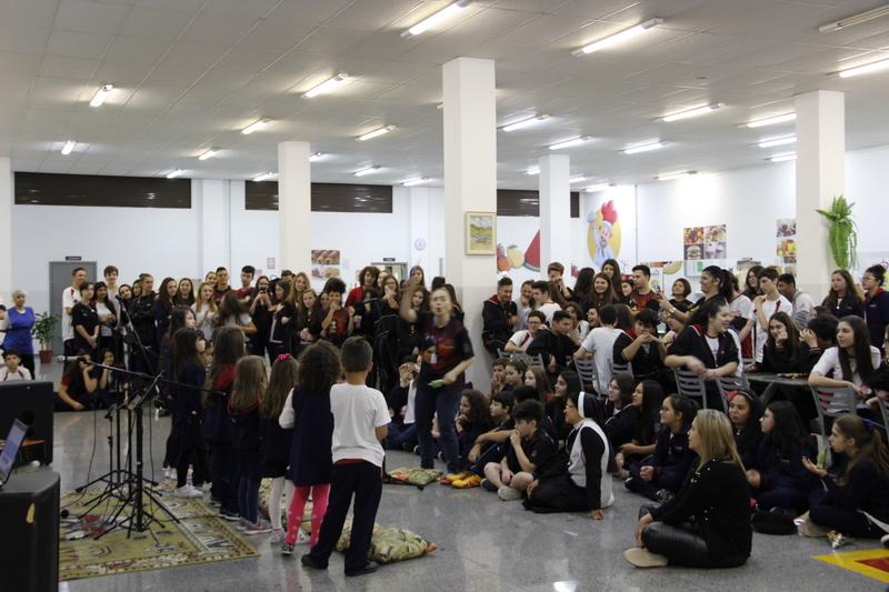 Show de Talentos anima intervalo no Colégio Sagrado Coração de Jesus, em Curitiba