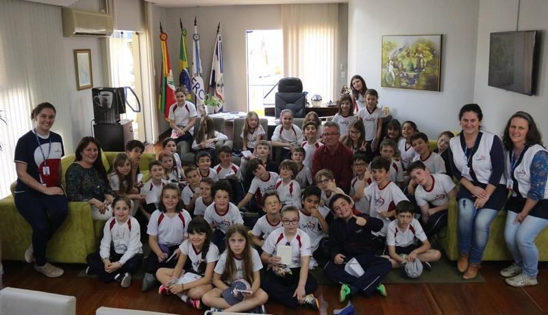 Educandos visitam a Prefeitura Municipal