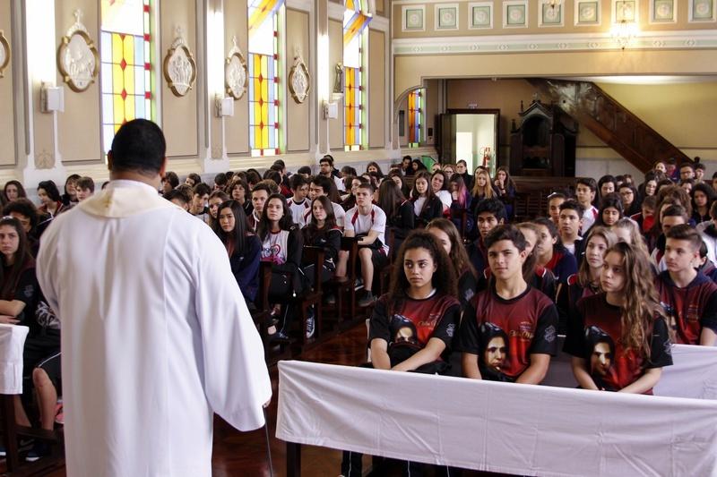 Educandos do Colégio Sagrado Coração de Jesus participam de Missa de Envio para Missão em Piraquara - PR