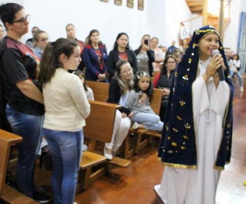 Unidade Educacional Escola São Domingos realiza a Oração do Terço em família