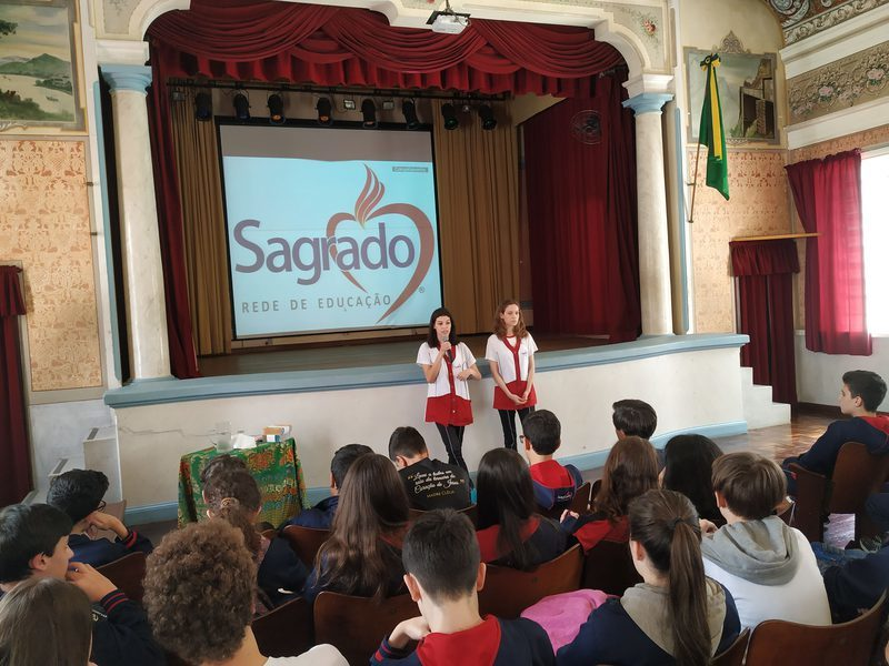 Educandos dos 9ºs anos das Unidades Educacionais do SAGRADO -  Rede de Educação conhecem o Curso de Formação de Docentes