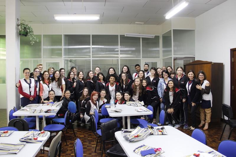 Educandos do Curso de Formação de Docentes são homenageados com café especial em comemoração ao Dia do Normalista