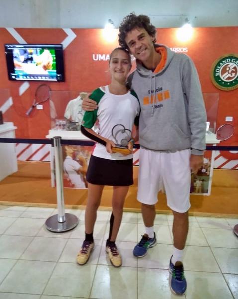 Educanda do Colégio Sagrado Coração de Jesus, de Curitiba, é vice-campeã em Torneio Sul Americano de Tênis