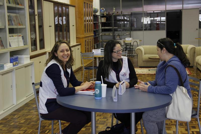 Educadores promovem atendimento aberto aos pais para falar sobre o desenvolvimento estudantil dos educandos