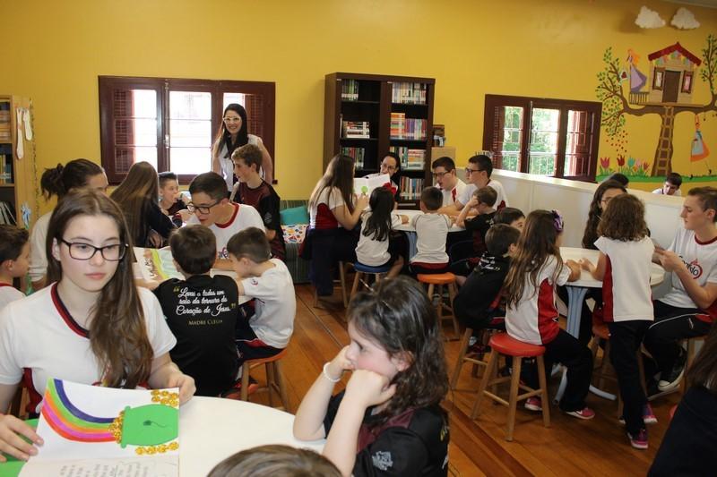 Educandos contam histórias em inglês