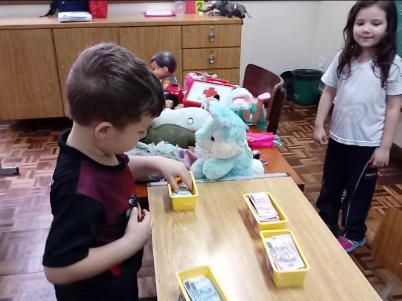 Infantil VI utilizando o Sistema Monetário