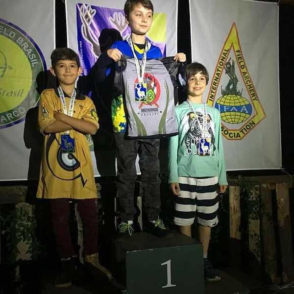 Educando do Colégio Sagrado, de Curitiba, é Campeão Sul-Americano de Arco e Flecha