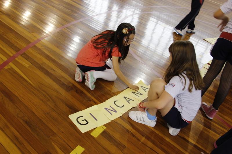 Espírito de equipe: educandos de 2º e 3º ano do Colégio Sagrado participam de gincana na aula de Educação Física