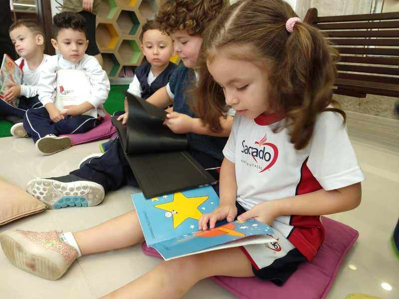 Infantil III visita a Biblioteca Pública do Paraná