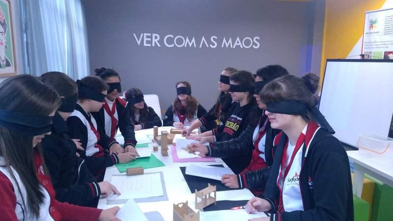 Ver com as mãos é ver com o coração: educandos do Curso de Formação de Docentes participam de projeto promovido pelo Instituto Paranaense de Cegos