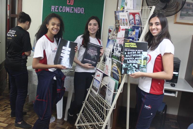 Retorno da democracia ao Brasil – Um estudo feito através da elaboração de revistas