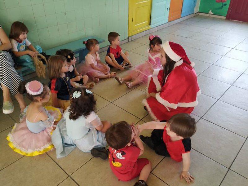Primeira série do Curso de Formação de Docentes prepara brincadeiras natalinas na última semana de aula
