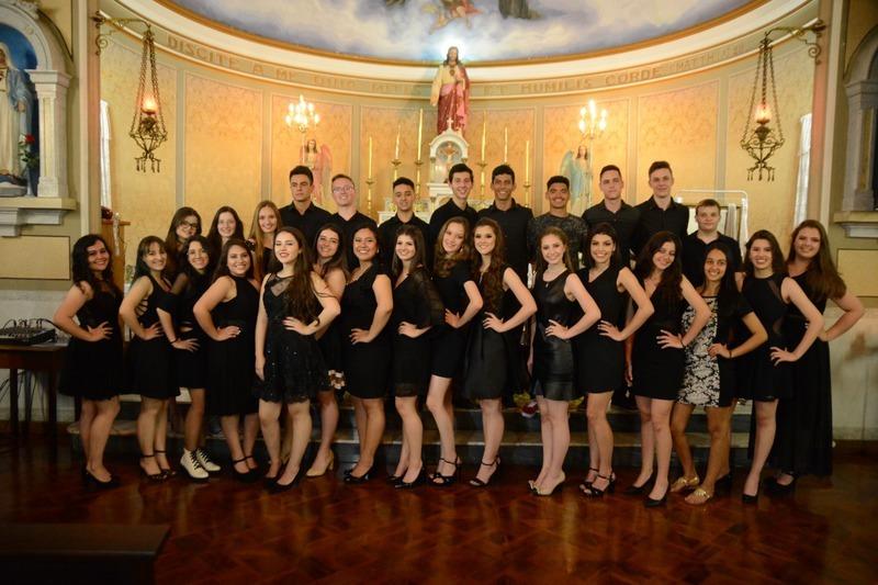 Educandos da 3ª série do Ensino Médio e do Curso de Formação de Docentes se despedem do Colégio Sagrado para entrar na vida universitária