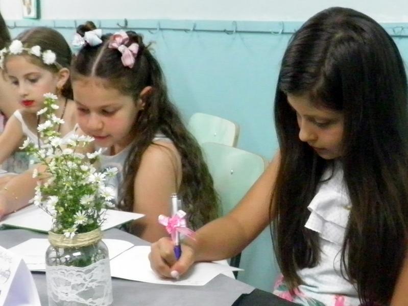 Noite de Autógrafos movimenta Unidade Educacional Escola São Domingos